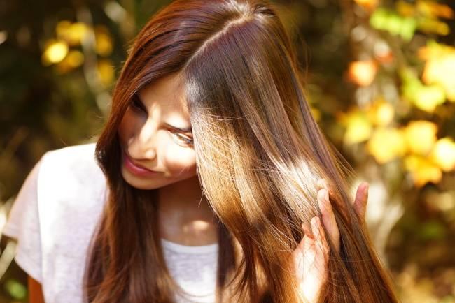 Как бороться с жирностью волос (у корней и не только)